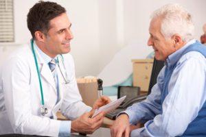 Os exames de rastreamento do câncer colorretal devem ser realizados em homens e mulheres a partir dos 45 anos.